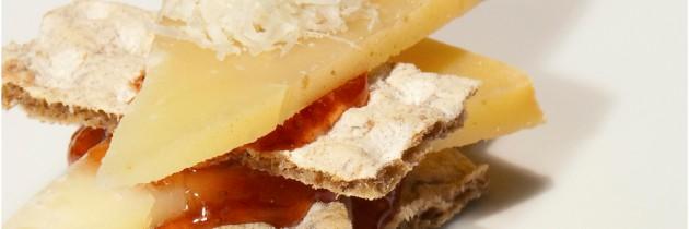Tosta de Queso de Oveja al Romero con mermelada de frutos rojos