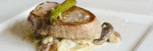 Solomillo de ternera con carbonara de boletus y queso manchego
