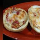 Patatas rellenas de piquillos y queso
