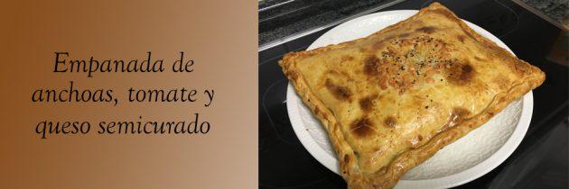Hojaldre Relleno de queso semicurado, tomate y anchoas