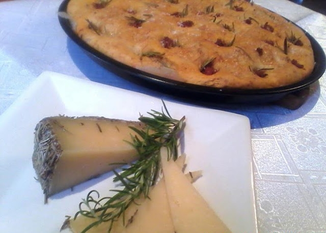 focaccia queso oveja y chorizo